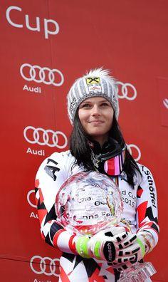 """Anna Fenninger: Reife Leistung - Anna Fenninger durfte, wenn sie Skirennen bestritt, lange nicht Anna Fenninger sein. Die Salzburgerin wurde nämlich schon am Beginn ihrer Karriere als """"die neue Annemarie Pröll"""" tituliert. Mehr zur Person: http://www.nachrichten.at/nachrichten/meinung/menschen/Anna-Fenninger-Reife-Leistung;art111731,1705368 (Bild: APA)"""