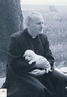 younger Karol Wojtyla (Saint Pope John Paul II) holding a puppy! Catholic Art, Catholic Saints, Roman Catholic, Religious Art, Papa Juan Pablo Ii, Pope John Paul Ii, Paul 2, Jean Paul, Saint Quotes