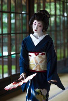 """iesuuyr: """"by kyoto flowertourism """" Kimono Japan, Japanese Kimono, Japanese Girl, Geisha Japan, Geisha Art, Japanese Beauty, Asian Beauty, Kyoto, Japanese Lifestyle"""