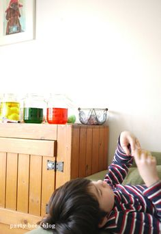 Easter FUN!  How to dye eggs with simple ingredients from your pantry! お酢と食用色素を使って、おうちでイースターカラリング from party bees ♪