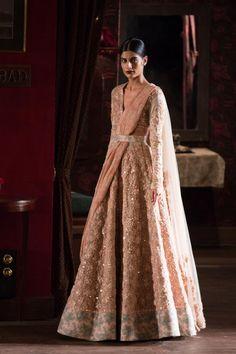 Lengha by Sabyasachi at ICW 2014 (My dream bridal outfit) Indian Bridal Wear, Asian Bridal, Indian Wedding Outfits, Bridal Outfits, Indian Outfits, Red Lehenga, Bridal Lehenga, Lehenga Choli, Anarkali