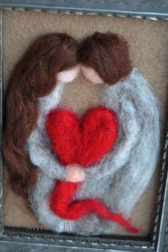 Día de San Valentín decoración - esposo de San Valentín - San Valentín esposa - San Valentín de fieltro Esta hermosa pareja es aguja de fieltro en fieltro de lana marrón claro. La pareja se hace de colores de lana gris, marrón, blanco y rojo. El corazón entre ellas simbolizan su
