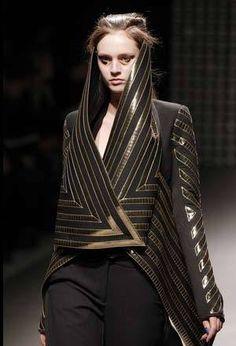 Ideas fashion art sculpture gareth pugh for 2019 Look Fashion, Fashion 2020, Fashion Art, Editorial Fashion, Fashion Black, Fashion Women, Latex Fashion, Paris Fashion, Fashion Trends