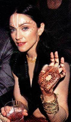 Glastonbury Festival Fashion Inspiration. hippie, bohemian, boho, heena, indian gold bangles, face paint, madonna 90s