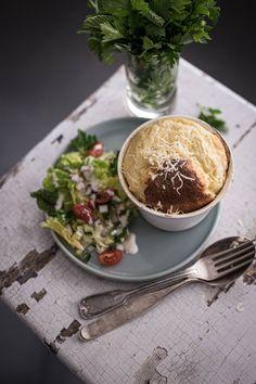 Bergkäse Soufflé Rezept mit Sommersalat und ganz viel #Vorarlbergliebe - trickytine Party Buffet, Salad, Snacks, Breakfast, Ethnic Recipes, Partner, Food, Cheese Recipes, Proper Tasty