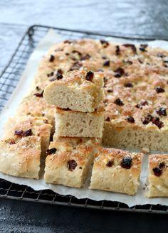 Enkel speltfocaccia - LINDASTUHAUG Baked Goods, Banana Bread, Baking, Desserts, Food, Tailgate Desserts, Meal, Patisserie, Backen