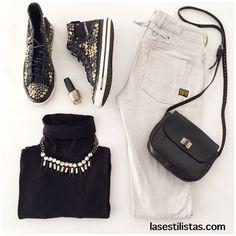 LOOK DE FINDE SEMANA / SPORTY CHIC LOOK.                             Para el fin de semana te propongo un look más relajado. Las deportivas con tachuelas y el maxi-collar le dan un punto moderno al conjunto. Te gusta? / For the week-end one should have a more relaxed look. The statement necklace and the studded shoes give a modern twist to the look. Do you like it? #fashion #style #love #instafashion #girl #jeans #shoes #outfit #statementnecklace #necklace #moda #purse #lasestilistas