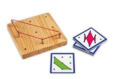 Montessori_ Das 3x3 Geobrett mit vielen Aufgabenkarten.