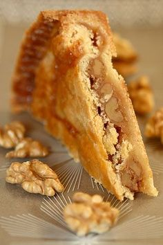Wonderful walnut caramel pie - A big family favorite and well traveled recipe Baking Recipes, Cake Recipes, Snack Recipes, Dessert Recipes, Köstliche Desserts, Delicious Desserts, Yummy Food, Cake Cookies, Cupcake Cakes