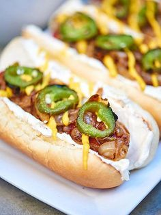 This Seattle hot dog recipe has turned me from a hot dog liker to a hot dog L. A lightly toasted hot dog bun piled with an all beef hot dog, slowly caramelized onions, smokey cream cheese, spicy jalapeños, and don't forget about those salty kettle Hot Dog Recipes, Healthy Chicken Recipes, Beef Recipes, Cooking Recipes, Healthy Food, Seattle Hot Dog Recipe, Gourmet Hot Dogs, Beef Hot Dogs, Chicken And Vegetables