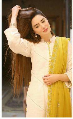 Pakistani Fashion Party Wear, Pakistani Wedding Outfits, Pakistani Dresses Casual, Pakistani Dress Design, Wedding Dresses, Cute Dresses For Party, Stylish Dresses For Girls, Simple Dresses, Casual Dresses