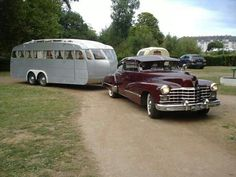 In France, late Cadillac and vintage mobile home. Old Campers, Vintage Campers Trailers, Retro Campers, Vintage Caravans, Camper Trailers, Retro Travel Trailers, Rv Trailer, Vintage Rv, Vintage Vans