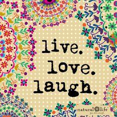 Adopta una filosofía de vida simple pero que te haga feliz. Vive, ama y ríe, y no te hará falta nada más #mensajepositivo