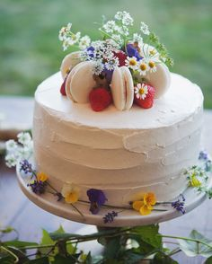 For this easygoing backyard bash, the grooms' relatives, who own Beach Plum Bakery Café in South Dartmouth, gave the couple three confections, including this fresh strawberry- and macaron-topped olive oil cake. Fruit Wedding Cake, Small Wedding Cakes, Floral Wedding Cakes, Wedding Cake Rustic, White Wedding Cakes, Floral Cake, Wedding Cake Toppers, Macaron Wedding, Small Weddings