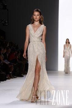 Elie Saab - Ready-to-Wear - Spring-summer 2012 - http://en.flip-zone.com/fashion/ready-to-wear/fashion-houses-42/elie-saab-2405
