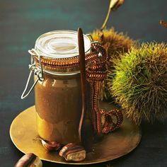 """Maronen-Vanille-Konfitüre Schön süß und nicht nur auf Brot eine Freude. Wir mögen sie zum Beispiel auch zu einer Käseplatte, in Joghurt oder Quark, auf Pfannkuchen ... <a href=""""/rezepte/rezepte/maronen-vanille-konfituere"""">Zum Rezept: Maronen-Vanille-Konfitüre</a> <p><strong>Freude schenken - mit Geschenken aus der Küche</strong><br> Selbstgemachte Geschenke aus der Küche sind ein tolles Mitbringsel für Ihre nächste Einladung. Ob Sie eine köstliche Marmelade zum Geburtstag verschenken…"""