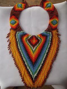 artesania iuma: collar V fleco $80.000 informe 3136377032 Collar Indio, How To Make Beads, Beading, Crafting, African, Diy Crafts, Sea, Crochet, How To Wear