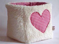 Aufbewahrung - Utensilo  Süße plüschige Tasche mit applizierten Herzen deren Einsatzmöglichkeiten nahezu unbegrenzt sind.  Die ganz Kleinen spi...