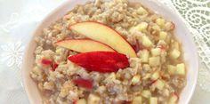 Veja aqui como fazer essa receita deliciosa de mingau de aveia, maçã e canela. Ideal para o lanche da tarde durante os dias frios do inverno!