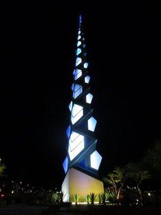 File:RealWorld Frank Lloyd Wright Spire (Night).jpg #ScottsDale #AZ #hitrentals