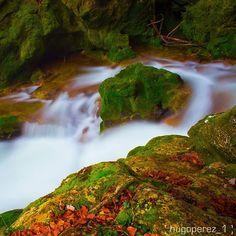 Naturaleza mágica, exhultante, inspiración de tantos y tantos fotógrafos... Nacedero del Urederra (By @hugoperez_1 - #Instagram)