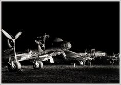 Un gruppo di Piaggio P.108B pronti per una missione notturna a lungo raggio