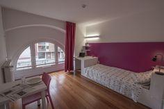 Exemple d'une chambre simple avec salle de bain privative. Strasbourg, Vans, Europe, Concept, Bed, Pictures, House, Furniture, Home Decor