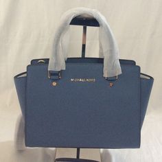 Last Michael Kors  Medium Selma Satchel Leather. NWT It comes with dust bag only, no dirty, defect or sign of wear. Perfect for Christmas gift. Make me an offer through PoshMark. Michael Kors Bags Satchels