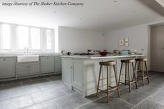 At Flagstones Direct, natural stone flooring experts, we source the very highest quality natural limestone flagstone flooring, from all over the world. Best Flooring, Grey Flooring, Flooring Options, Kitchen Flooring, Floors, Flagstone Flooring, Limestone Flooring, Natural Stone Flooring, Limestone Grey
