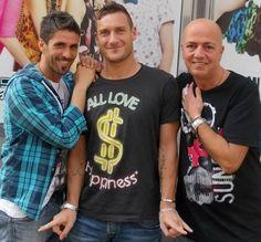 Scopri tutti i vip del famoso parrucchiere di Roma Eur Montagnola ... visita il nostro sito: http://stefab.wix.com/parrucchierecaosroma#!i-vip-di-caos/cpv1