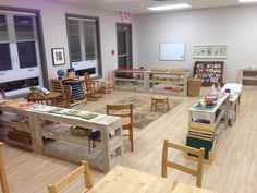 Montessori Classrooms - Around the World (Part Two) Best Picture For Montessori Education toddlers For Your Taste You are looking for something, and it is going to tell you exactly what you are lookin Montessori Classroom Layout, Montessori Education, Montessori Toddler, Montessori Materials, Preschool Classroom, Classroom Design, Classroom Decor, Childcare Environments, Classroom Arrangement
