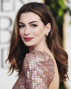 Anne Hathaway encaja en cualquier peinado Anne Hathaway fits in any hairstyle Anne Hathaway Hair, Anne Hathaway Style, Eliza Taylor, Gal Gadot, Jennifer Lawrence, Scarlett Johansson, Hair Inspo, Hair Inspiration, Color Rubio