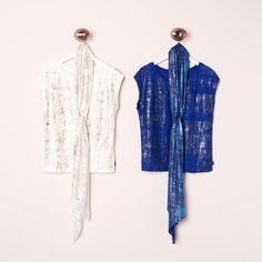 Campaign High Summer | Fashion | Photography | Inspired | Metallic | T-shirt | White | Blue | Matching Scarf | Print | Colorful