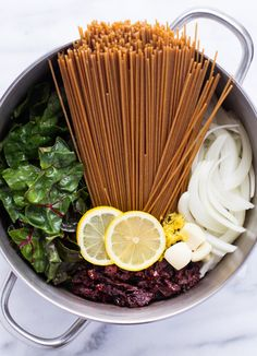 One Pot Lemon Pasta with Sundried Tomatoes and Greens- ready in just 20 minutes + only 274 calories per serving!