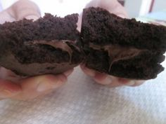 Morbidi biscotti al cacao con un cuore di NUTELLA. Ideali per la merenda, un sogno per il palato