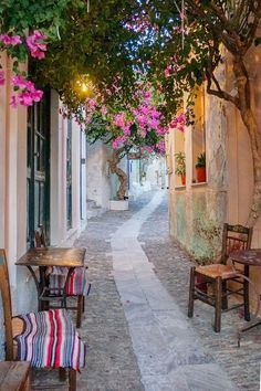 During my journey through the Cyclades capital I discovered the essence of Greek island life. Read the top things to do in Syros, a gem waiting to be found. Santorini, The Places Youll Go, Places To Go, Syros Greece, Mykonos Greece, Athens Greece, Wonderful Places, Beautiful Places, Zakynthos
