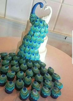Sunday Sweets Is For The Birds This Audubon Day — Cake Wrecks (The Vintage Cake, New Jersey) Pretty Cakes, Cute Cakes, Beautiful Cakes, Amazing Cakes, Crazy Cakes, Fancy Cakes, Peacock Cake, Peacock Wedding Cake, Cake Wrecks