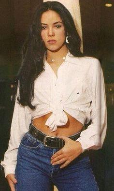 Shakira in the 90's / Shakira en los 90.