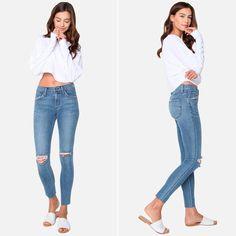 Много аргументов «ЗА» у этих скинни James Jeans: высокая посадка, рваности на коленях, модный необработанный низ, изысканная голубая варка, что делает эти джинсы важной частью гардероба этого сезона.  #spring #fashion #outfitidea: #stylish & #trendy #James #jeans helps to create #chic #outfit #мода #стиль #тренды #футболки #джинсы #модно #стильно #новаяколлекция #киев