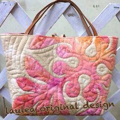 ウルのバッグinバッグ - Hawaiian quilt Laulea Hawaiian Quilt Patterns, Hawaiian Quilts, Quilt Bag, Applique Quilts, Tie Dyed, Reusable Tote Bags, Textiles, Embroidery, Purses
