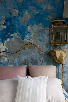 interiorsftw: For more great design inspiration,. Distressed Walls, Deco Nature, Deco Boheme, Ivy House, Wall Finishes, Plaster Walls, Of Wallpaper, Rustic Wallpaper, Wall Treatments