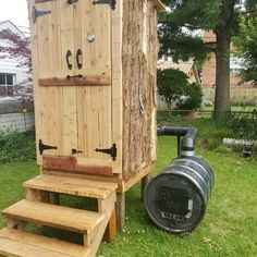 Smokehouse - Expolore the best and the special ideas about Homemade smoker Outdoor Smoker, Outdoor Oven, Outdoor Cooking, Smoke House Diy, Smoke House Plans, Backyard Projects, Outdoor Projects, Wood Projects, Diy Smoker