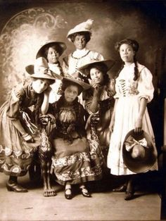 Several Generations of beautiful African American women. Black History Facts, Black History Month, Kings & Queens, American Photo, Vintage Black Glamour, African American Women, African Americans, African Diaspora, How To Pose