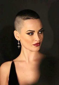 Short pixie haircut pictures of short hair cuts,If you feel useful my site,… Edgy Haircuts, Short Pixie Haircuts, Pixie Hairstyles, Short Hairstyle, Haircut Short, Shaved Hairstyles, Hairstyle Ideas, Easy Hairstyles, Short Undercut