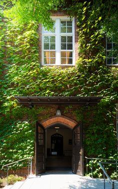 Rikkyo University, Morris Hall (立教大学 モリス館). / Architect : Murphy & Dana Architects (設計:マーフィ・アンド・ダナ建築事務所).