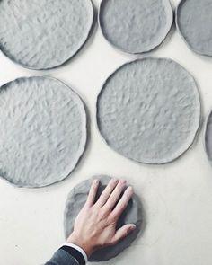 Chloe May Brown Keramik Design Inspiration - Slab Pottery, Pottery Plates, Ceramic Pottery, Pottery Art, Ceramic Studio, Ceramic Clay, Ceramic Painting, Ceramic Artists, Ceramic Techniques