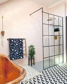 Cement Tiles Bathroom, Mosaic Bathroom, Concrete Tiles, Room Tiles, Bathroom Flooring, Concrete Wall Panels, Mosaic Del Sur, Concrete Interiors, Shower Cabin
