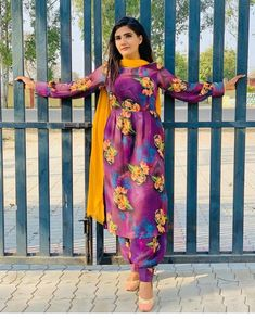 Designer Party Wear Dresses, Kurti Designs Party Wear, Stylish Dresses For Girls, Simple Dresses, Punjabi Dress Design, Simple Indian Suits, Indian Dresses Traditional, Simple Kurta Designs, Beautiful Dress Designs