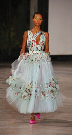 Best Fashion Tips For Women - Fashion Trends Georges Chakra, Haute Couture Gowns, Haute Couture Fashion, Victor Ramos, Fashion Tips For Women, Womens Fashion, Mid Length Dresses, Chiffon Dress, Beautiful Dresses