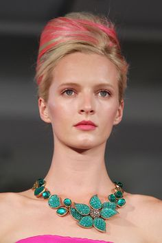 Everyone wants pink hair. Oscar de la Renta Everyone wants pink Makeup And Beauty Blog, Beauty Hacks, Hair Beauty, Beauty Tips, Turquoise Necklace, Beaded Necklace, Revlon Makeup, Jem And The Holograms, Ny Fashion Week